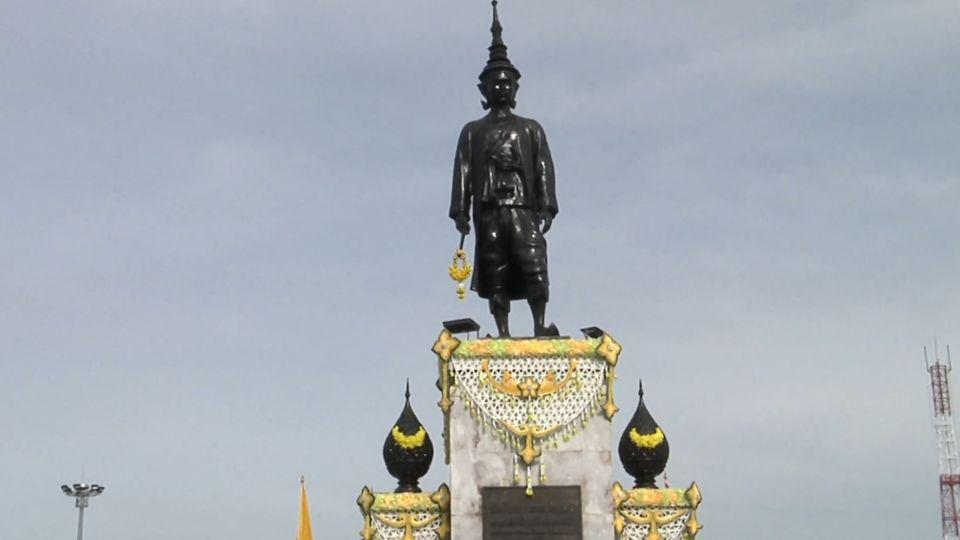 พลเอก สุรยุทธ์ จุลานนท์ ประธานองคมนตรี เป็นผู้แทนพระองค์ ไปถวายราชสักการะสมเด็จพระนารายณ์มหาราช