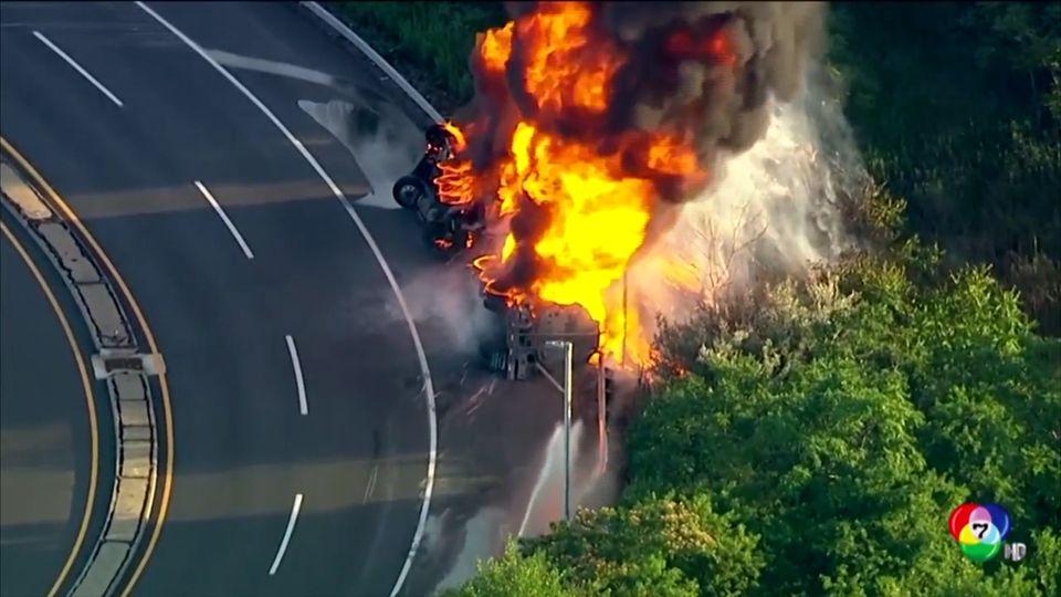 อุบัติเหตุรถพ่วงพลิกคว่ำ - เพลิงไหม้ในสหรัฐฯ