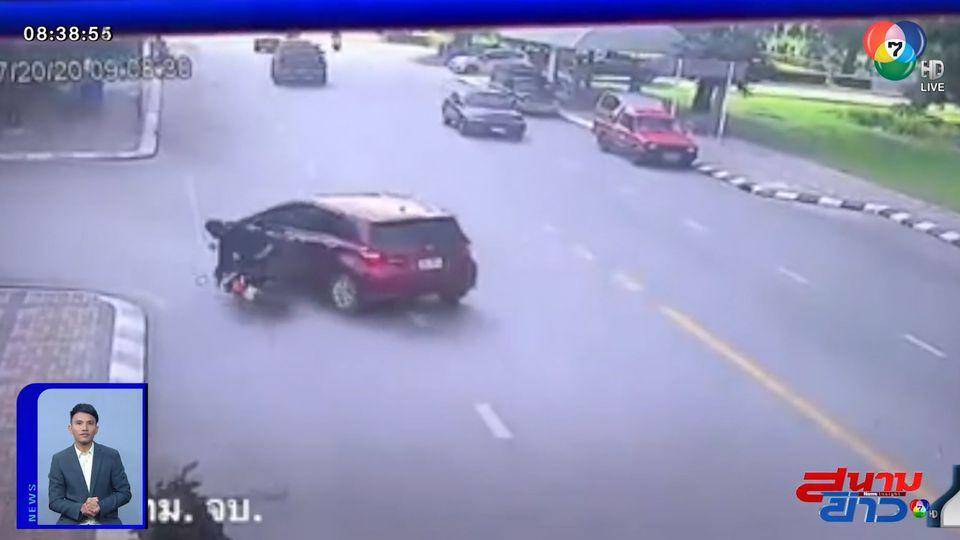 ภาพเป็นข่าว : อุทาหรณ์ รถเก๋งเลี้ยวตัดหน้า จยย. ชนเต็มๆ คนขี่ร่างกระเด็น