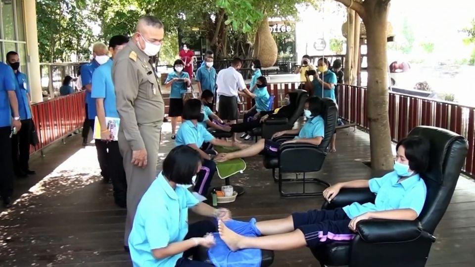 พลเรือเอก พงษ์เทพ หนูเทพ องคมนตรี ไปตรวจเยี่ยมโรงเรียนราชประชานุเคราะห์ 45 จังหวัดกาญจนบุรี
