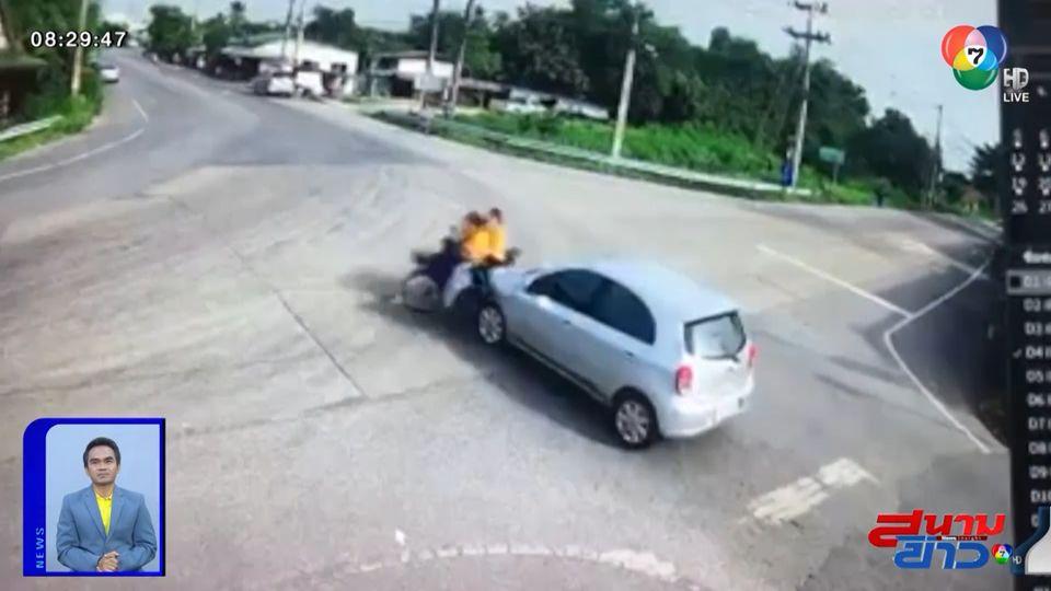 ภาพเป็นข่าว : ชนเต็มๆ รถเก๋งเฉี่ยวชน จยย. ขณะข้ามแยกวัดใจ จ.นครปฐม