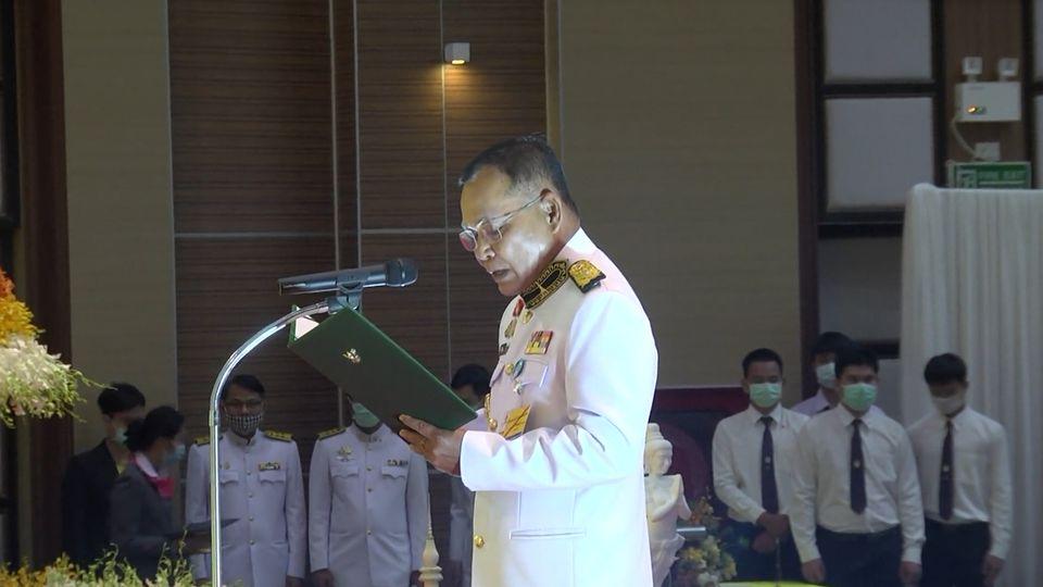 องคมนตรี เป็นประธานในพิธีจัดกิจกรรมเฉลิมพระเกียรติ เนื่องในโอกาสวันเฉลิมพระชนมพรรษา พระบาทสมเด็จพระเจ้าอยู่หัว ร้อยดวงใจราชภัฏทั่วธานี เทิดพระบารมีองค์ราชันย์