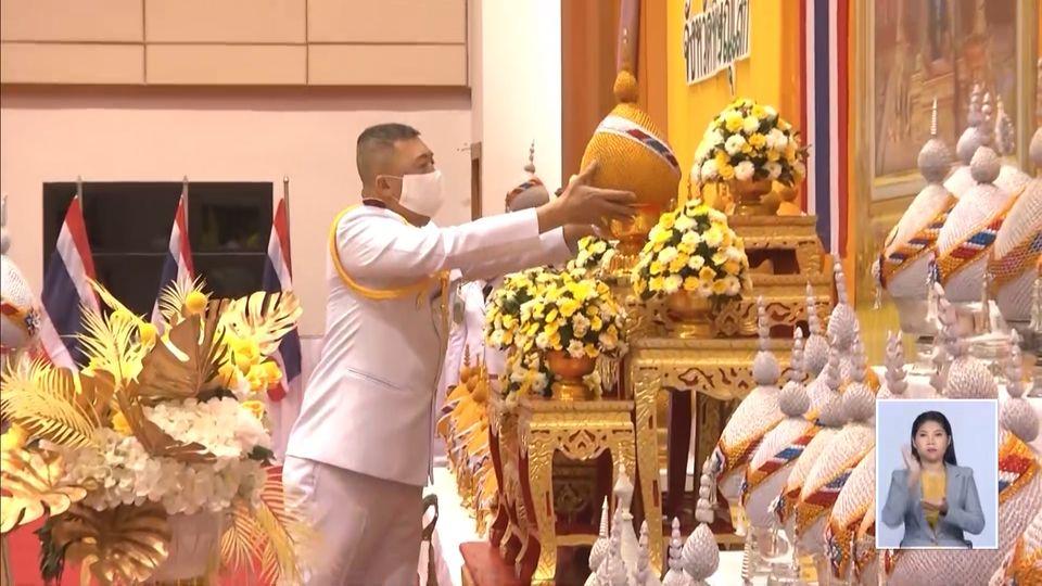 พสกนิกรทั่วไทย จุดเทียนชัยถวายพระพรชัยมงคล พระบาทสมเด็จพระเจ้าอยู่หัว