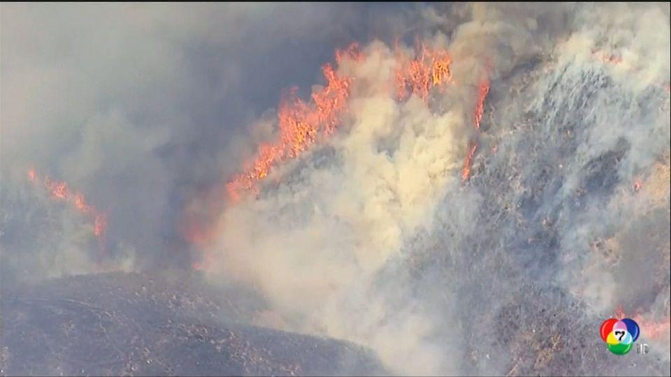 เผยภาพเจ้าหน้าที่ดับเพลิงเร่งดับไฟป่าในสหรัฐฯ