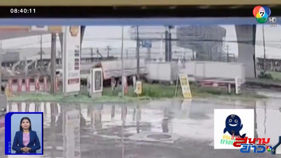 ภาพเป็นข่าว : ฝนตกถนนลื่น รถพ่วงเบรกไม่อยู่ พุ่งชนรถบรรทุกอีกคันเต็มๆ