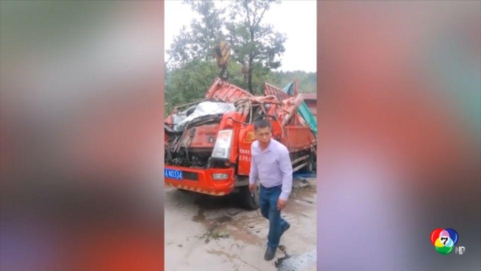 รถบรรทุกพลิกคว่ำใส่ชาวบ้านในจีน เสียชีวิต 8 คน