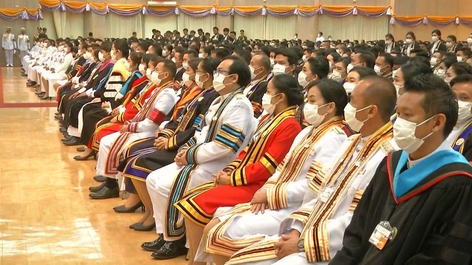 พระบาทสมเด็จพระเจ้าอยู่หัว และสมเด็จพระนางเจ้าฯ พระบรมราชินี เสด็จพระราชดำเนินไปทรงปฏิบัติพระราชกรณียกิจ ที่จังหวัดสกลนคร ระหว่างวันที่ 15-20 ตุลาคม 2563