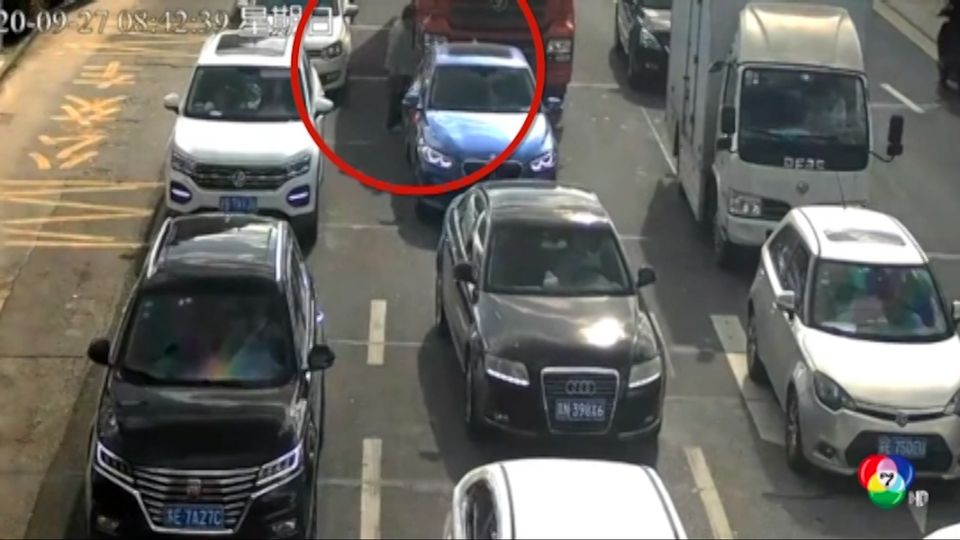 ระทึก! รถบรรทุกชนคนชราข้ามถนนในจีน