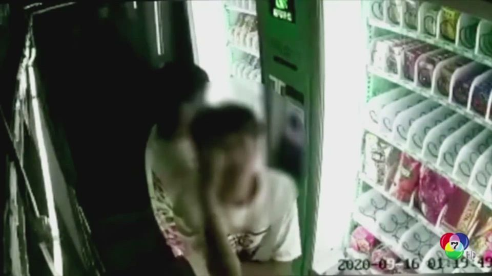 โจรชาวจีนเต้นเย้ยหน้ากล้องวงจรปิด หลังขโมยของภายในตู้หยอดเหรียญ