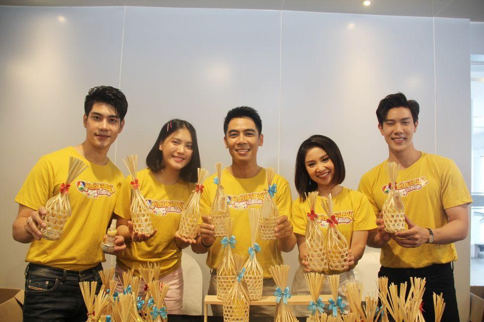 """""""เนย-แม็กกี้-โหน-เกรท"""" นำทีม รณรงค์สงกรานต์ สืบสานประเพณี ชวนขับขี่ปลอดภัย พร้อมมอบของขวัญสุดพิเศษ ในกิจกรรม """"7HD รักษ์ประเพณีปีใหม่ไทย"""""""
