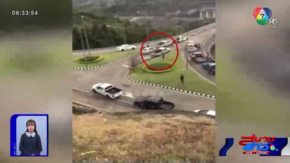ภาพเป็นข่าว : ไม่เท่! รถกระบะนักซิ่งรวมตัว เบิ้ลเครื่องปล่อยควันดำ