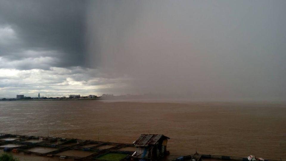 ฝนวิ่งจากประเทศเพื่อนบ้าน