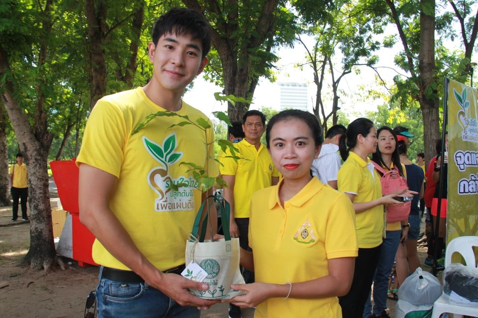 """โดนัท-มุกดา-บิ๊ก-บอย-เกณฑ์ ร่วมกิจกรรม """"รวมใจไทย ปลูกต้นไม้ เพื่อแผ่นดิน"""""""