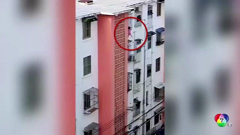 เด็กศีรษะติดระเบียงในจีน เคราะห์ดีเพื่อนบ้านช่วยเหลือทัน