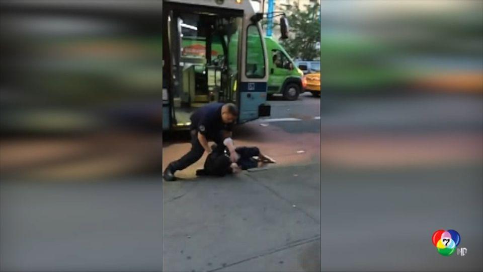 คนขับรถเมล์ในสหรัฐฯ จับชายถือมีดทุ่มลงพื้น