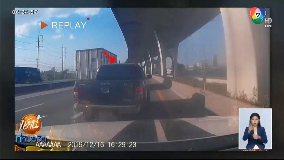 กระบะขับเบียด-ปาดหน้ารถอีกคัน ก่อนซิ่งหนี หวิดเกิดอุบัติเหตุ