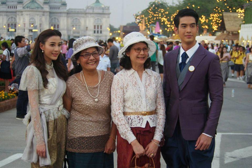 """นักแสดงช่อง 7 HD ร่วมใจแต่งชุดไทย พร้อมเชิญชวนร่วมงาน """"อุ่นไอรัก คลายความหนาว"""" ระหว่างวันที่ 8 กุมภาพันธ์ -11 มีนาคม ณ พระลานพระราชวังดุสิต และสนามเสือป่า"""