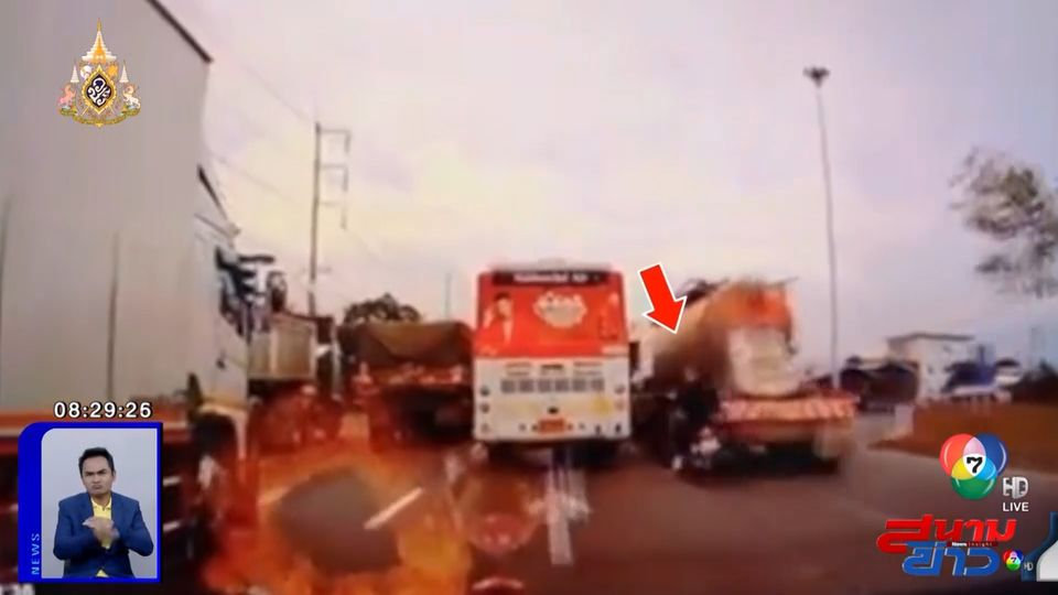 ภาพเป็นข่าว : อุทาหรณ์สายมุด ขี่แซงมุมอับ ชนท้ายรถบรรทุกรอเลี้ยว - รถกู้ภัยผ่านมารับทันควัน