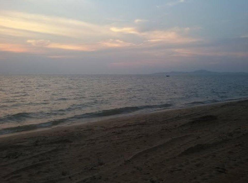 ริมทะเลชายหาดยามเย็น
