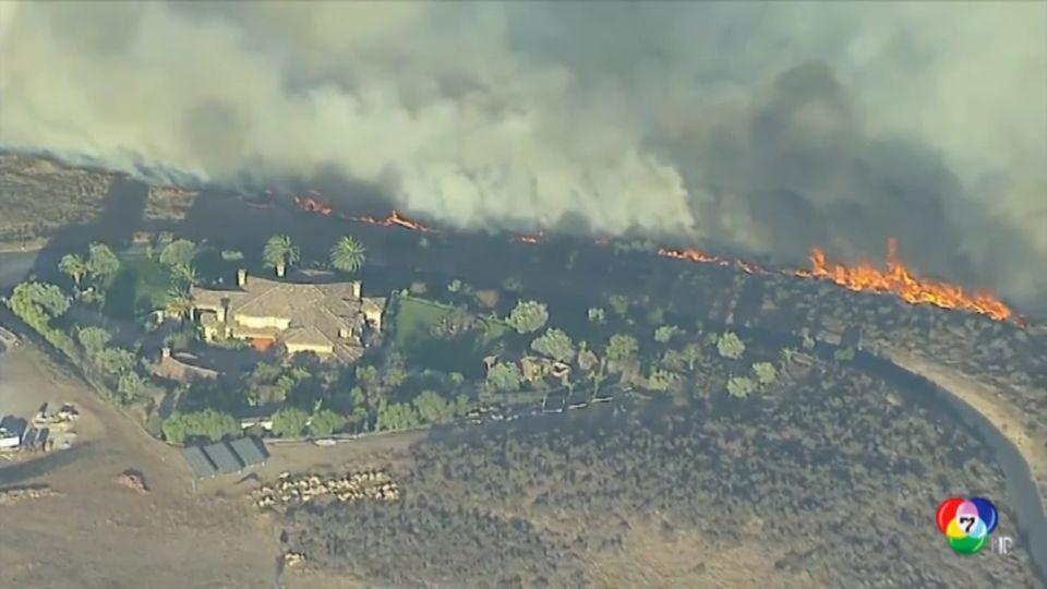 ไฟป่าในแคลิฟอร์เนียลุกลามหนัก ลามถึงย่านที่พักของเศรษฐีและคนดัง