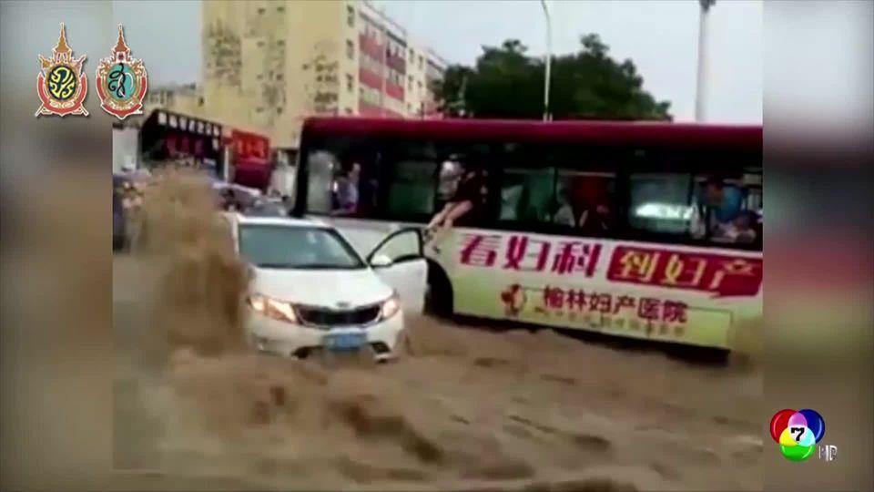 เผยคลิประทึก! พายุถล่มจีน น้ำหลากจากภูเขา ซัดรถยนต์หลายคันไปกับกระแสน้ำ