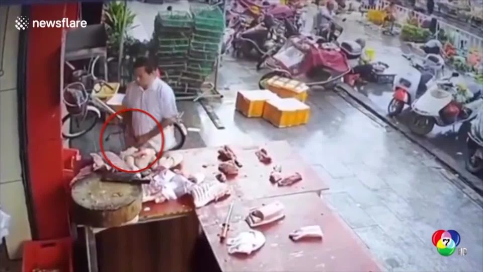 เปิดภาพวงจรปิด! ชายจีนขโมยเนื้อหมู หลังราคาพุ่งกว่า 50 %