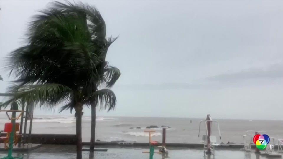 พายุไซโคลนเตรียมถล่มอินเดีย สั่งอพยพคนนับแสนคน