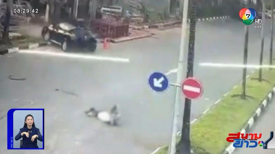 ภาพเป็นข่าว : หญิงเคราะห์ร้ายออกไปวิ่งริมถนน โดนรถพุ่งชน เจ็บสาหัส