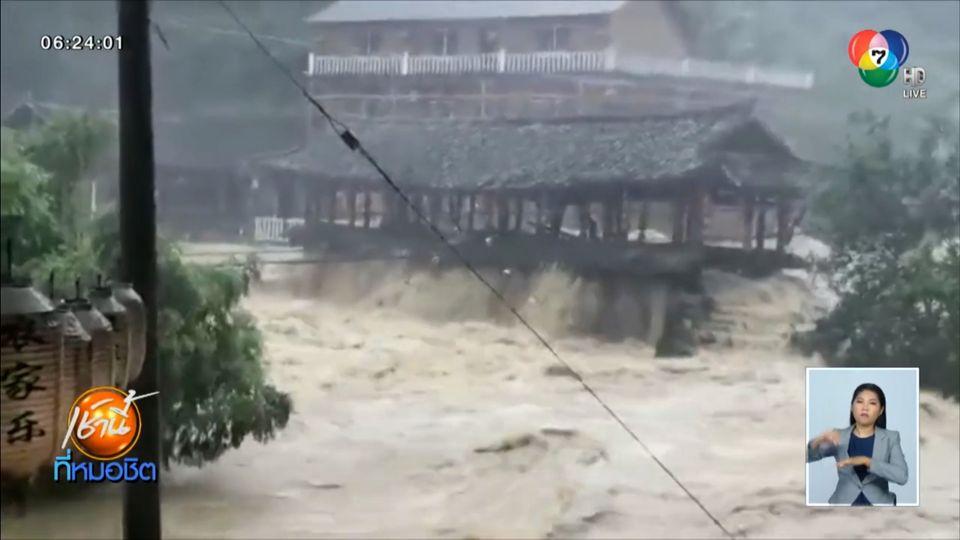 เผยภาพนาทีน้ำท่วมในจีน ซัดสะพานเก่ากว่า 400 ปี ถล่มหายวับ