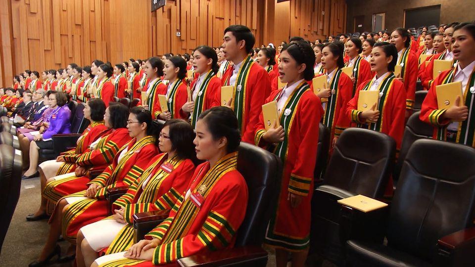 สมเด็จพระกนิษฐาธิราชเจ้า กรมสมเด็จพระเทพรัตนราชสุดาฯ สยามบรมราชกุมารี พระราชทานปริญญาบัตรแก่ผู้สำเร็จการศึกษา จากสถาบันการพยาบาลศรีสวรินทิรา สภากาชาดไทย ประจำปีการศึกษา 2561