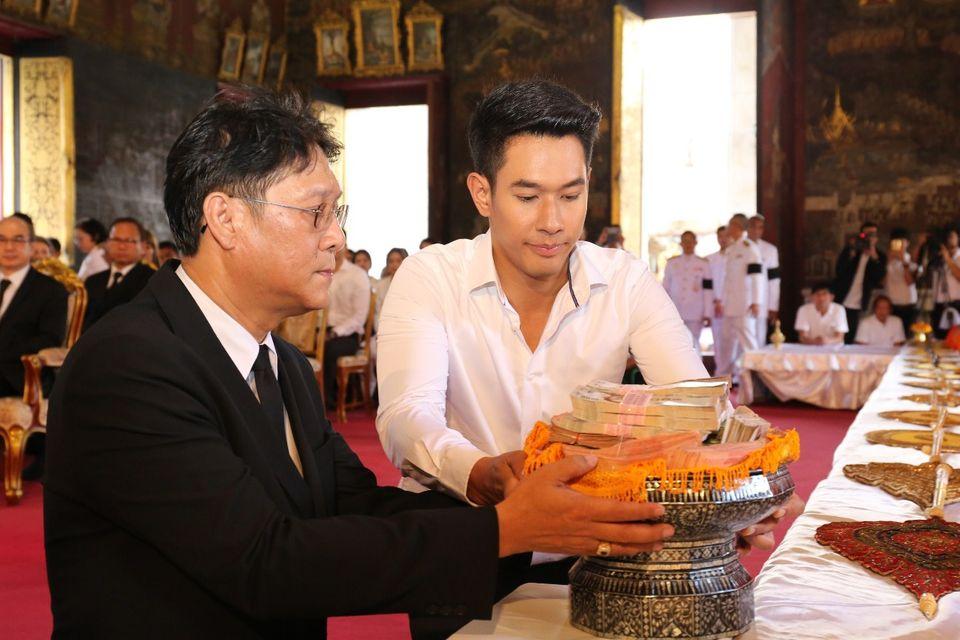ช่อง 7 สี นำคณะผู้บริหาร นักแสดง ผู้ประกาศข่าว และพนักงานถวายผ้าพระกฐินพระราชทาน ประจำปี 2560