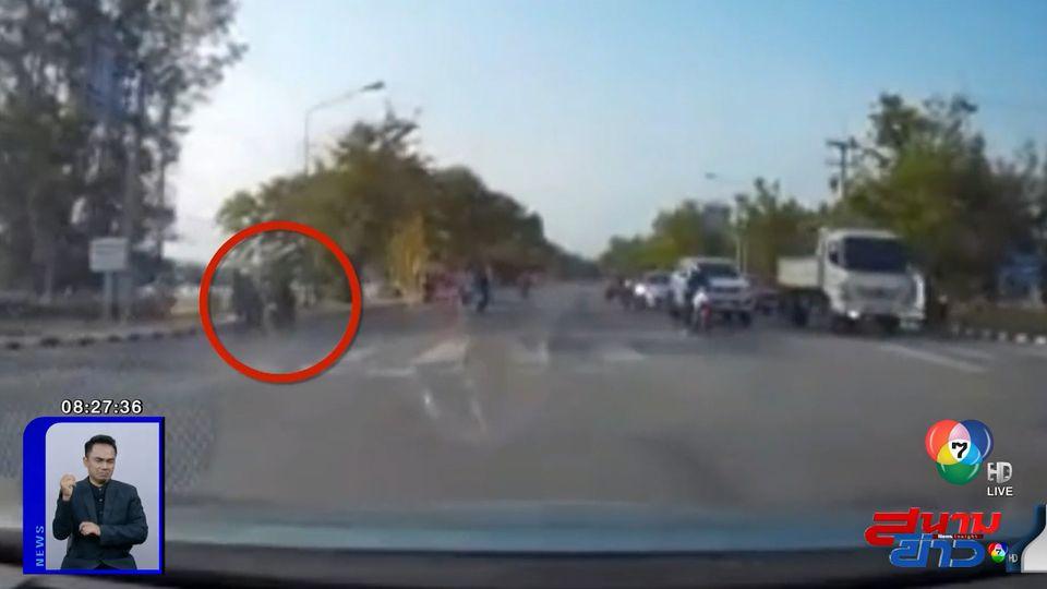 ภาพเป็นข่าว : เบรกตัวโก่ง! รถ จยย.เลี้ยวตัดหน้ากะทันหัน หวิดเกิดอุบัติเหตุ
