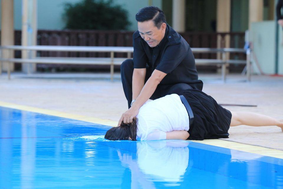 ถูกจับกดน้ำ พิม หนีตายวิญญาณ ปนัดดา หลอน แบงค์ โดดช่วยพลาด นอกจอหัวปูดโน ในจอลุ้นพิมรอดตาย