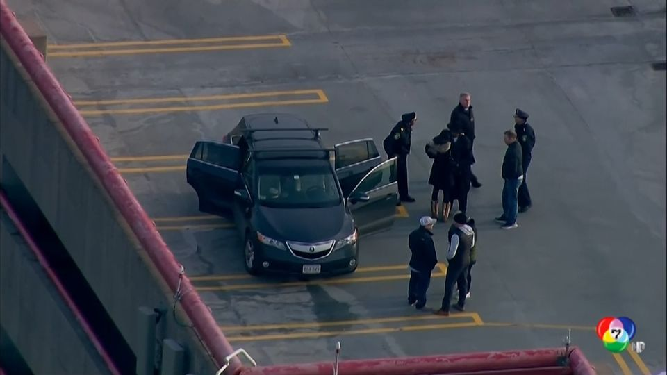 ตำรวจพบศพหญิงและเด็กเสียชีวิตใกล้อาคารจอดรถในสหรัฐฯ คาดตกตึก