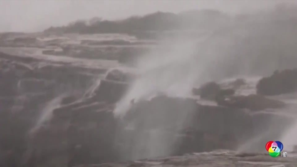 เหตุเกิดเพราะฝนตกหนัก! น้ำตกออสเตรเลียไหลย้อนขึ้นหน้าผา