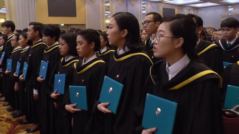 สมเด็จพระกนิษฐาธิราชเจ้า กรมสมเด็จพระเทพรัตนราชสุดาฯ สยามบรมราชกุมารี พระราชทานปริญญาบัตรแก่ผู้สำเร็จการศึกษาจากมหาวิทยาลัยศิลปากร ประจำปีการศึกษา 2561