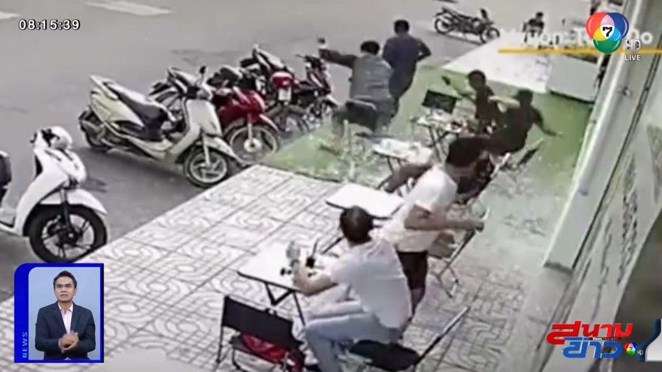 ภาพเป็นข่าว : นาทีชีวิต กระจกร่วงใส่คนนั่งดื่มกาแฟ ทำเอาวงแตก