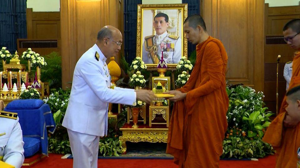 พระบาทสมเด็จพระเจ้าอยู่หัว ทรงสืบสานพระราชปณิธานในการสนับสนุนให้พระสงฆ์และสามเณรมีโอกาสศึกษาพระพุทธศาสนาขั้นสูง ในโครงการทุนเล่าเรียนหลวงสำหรับพระสงฆ์ไทย ในพระบรมราชูปถัมภ์