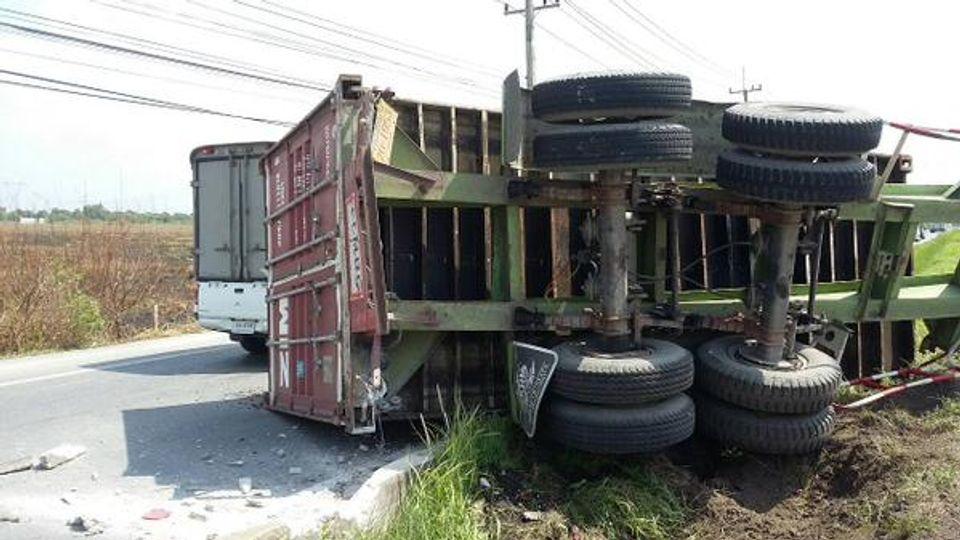 อุบัติเหตุ รถบรรทุกพลิกตะแคง