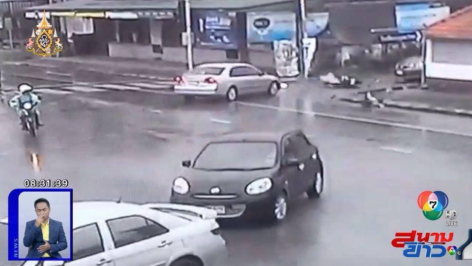 ภาพเป็นข่าว : ชนอีกแล้ว! อุบัติเหตุทางร่วมทางแยก รถเก๋งชนรถ จยย.ล้มกลิ้ง
