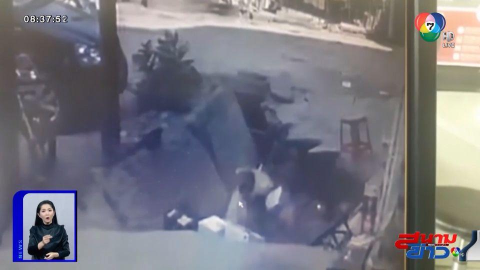 ภาพเป็นข่าว : นาทีชีวิต! เมื่อพื้นยุบกะทันหัน ทำชาย 2 คน ร่วงลงไปทั้งตัว