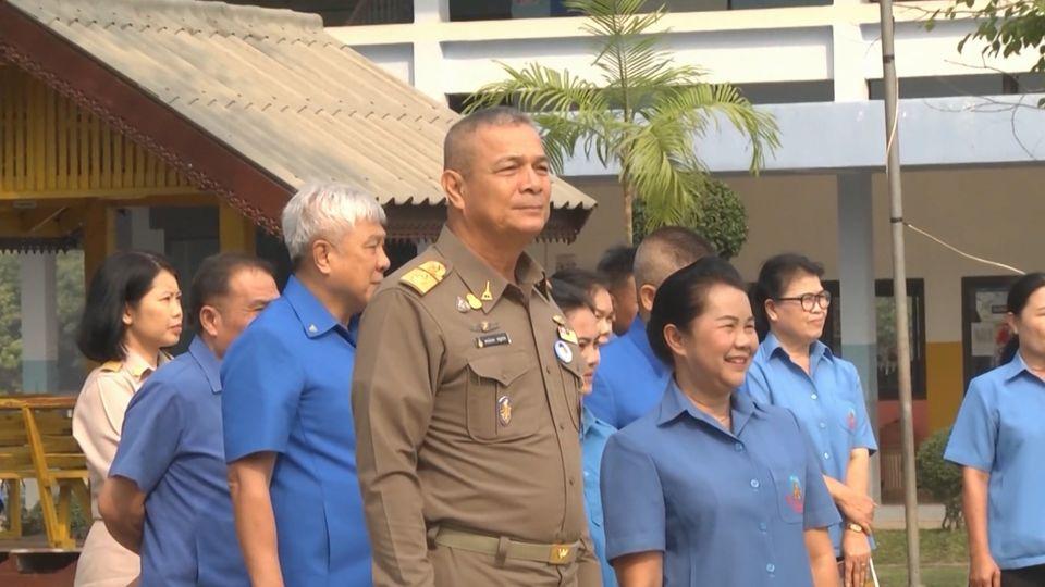พลเรือเอก พงษ์เทพ หนูเทพ องคมนตรี ไปตรวจเยี่ยมและติดตามการดำเนินงานโรงเรียนราชประชานุเคราะห์ 53 จังหวัดสกลนคร