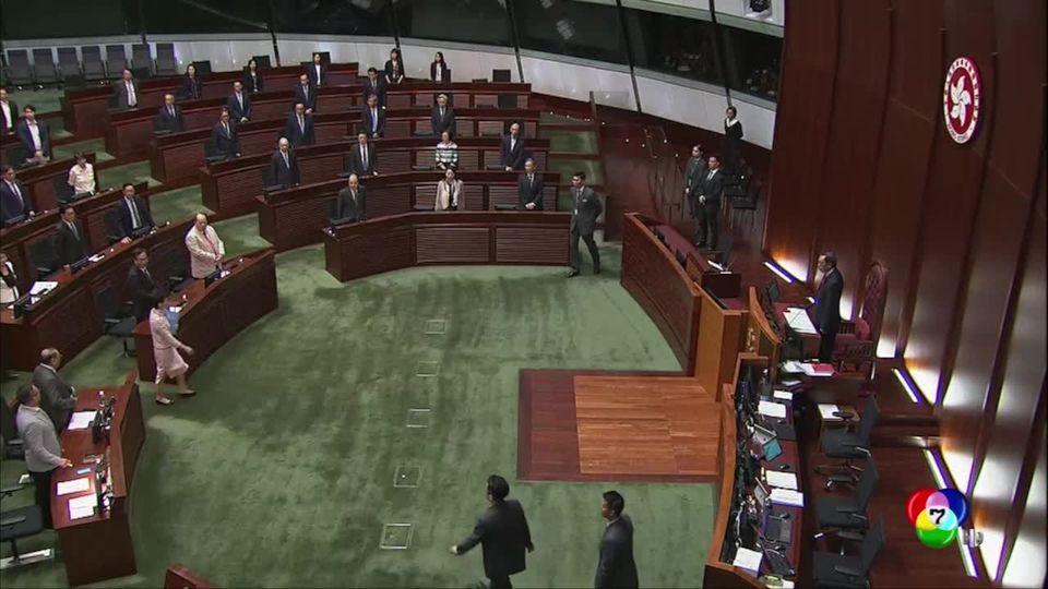 ผู้นำฮ่องกงต้องแถลงนโยบายผ่านทีวีหลังถูกโห่ไล่กลางสภา