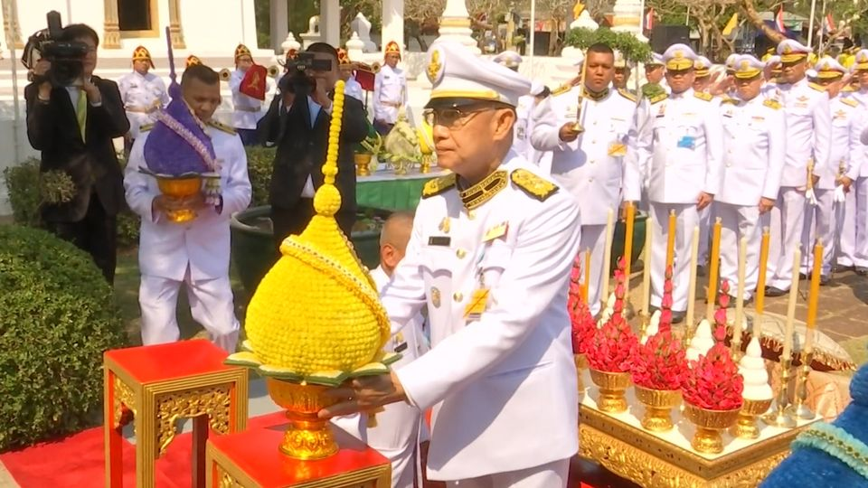 องคมนตรี เป็นผู้แทนพระองค์ไปวางพุ่มดอกไม้ถวายราชสักการะพระบรมราชานุสาวรีย์ พระบาทสมเด็จพระพุทธเลิศหล้านภาลัย เนื่องในโอกาสวันคล้ายวันพระบรมราชสมภพ 24 กุมภาพันธ์ 2563