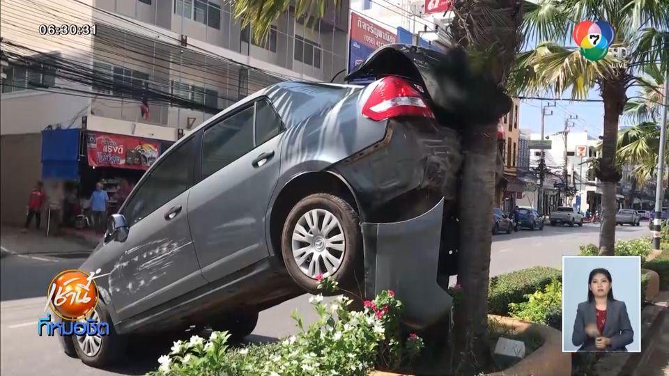 หญิงขับรถข้ามจังหวัดหวังใช้เงิน ชิมช้อปใช้ ใส่เกียร์ผิดพุ่งเสยต้นไม้