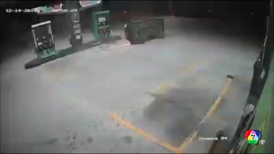 รถแหกโค้งชนหัวจ่ายน้ำมันหวิดบึ้ม