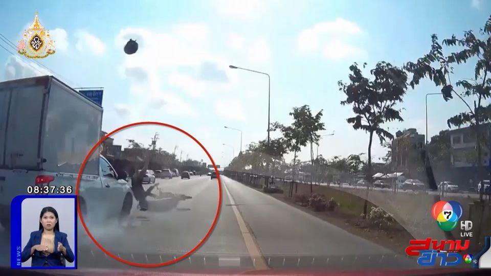 ภาพเป็นข่าว : อุทาหรณ์! จยย.ปาดหน้ารถกระบะ ถูกชนร่างกระเด็น
