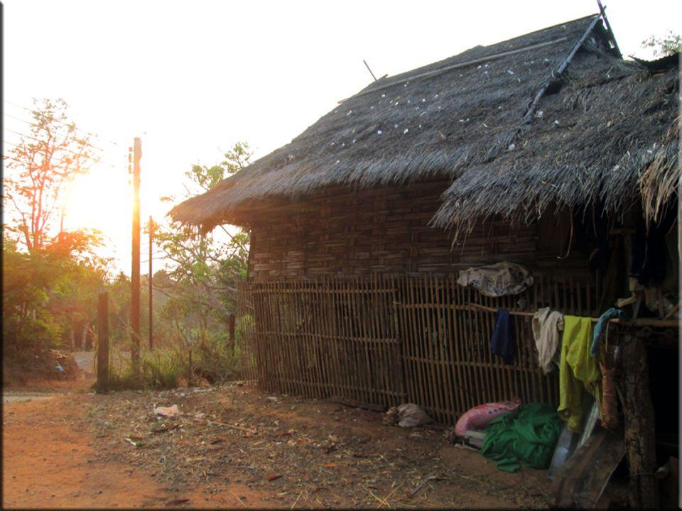 หมอก ควัน ฟ้าใสยามช้าว หมู่บ้าน ปกาเกอะญอ อินทนนนท์