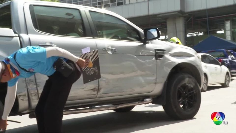 ตำรวจเร่งตรวจสภาพรถกระบะแหกโค้งชนนิสิต ม.เกษตร