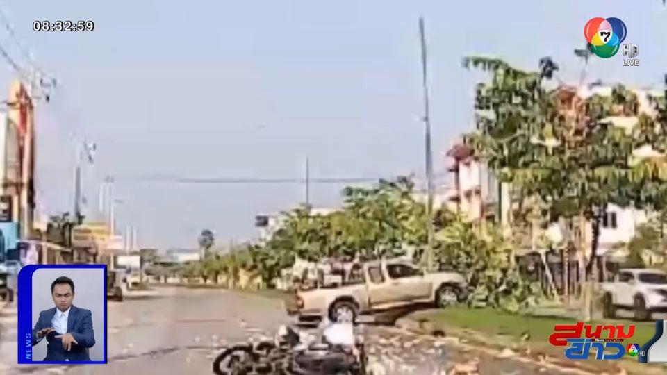 ภาพเป็นข่าว : สาวเคราะห์ร้าย ขี่ จยย.ยางระเบิด รถกระบะขับตามมาชนสนั่น